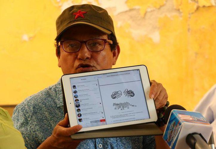 El pintor José Luis Loría proyecta un trabajo con los símbolos más conocidos de la cultura maya. (José Acosta)