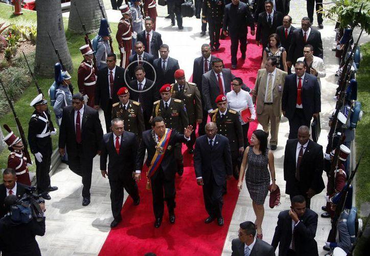 Leamsy Villafaña Salazar (círculo) es un agente el cual Chávez consideraba como confiable, incorruptible y un oficial bolivariano profesionalmente entrenado. (Imagen tomada de lapatilla.com)