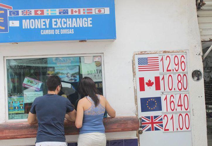 De acuerdo con el CCE el aumento en la cotización del dólar puede generar una derrama económica mayor en el destino. (Daniel Pacheco/SIPSE)
