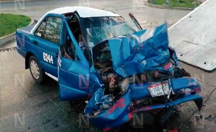 Taxista muere tras impactarse contra un autobus.(Foto: Novedades Yucatán)