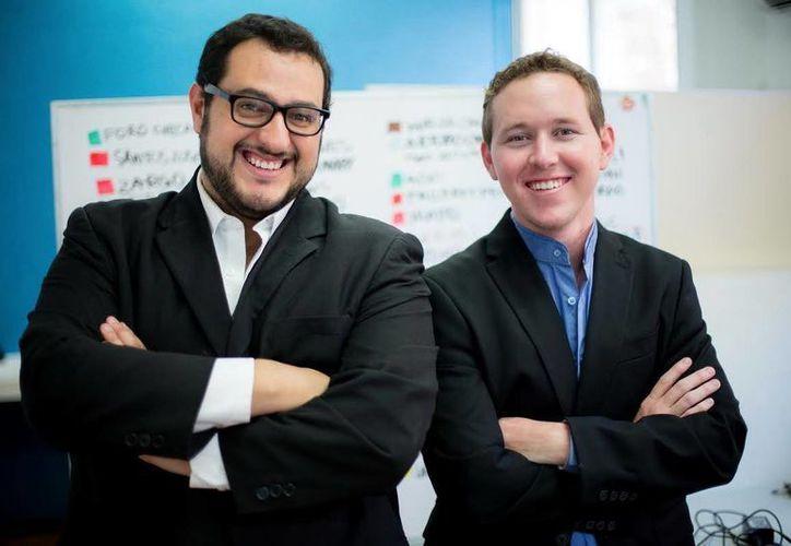 """""""Lo padre de iniciar como lo hicimos fue que arrancamos con dos computadoras en un café porque era sólo tecnología, no teníamos oficina y a veces ni los medios necesarios, pero con el tiempo y el trabajo encima comenzamos a buscar inversionista"""", aseguraron Fernando Rojas y Ricardo Sánchez. (Milenio Novedades)"""