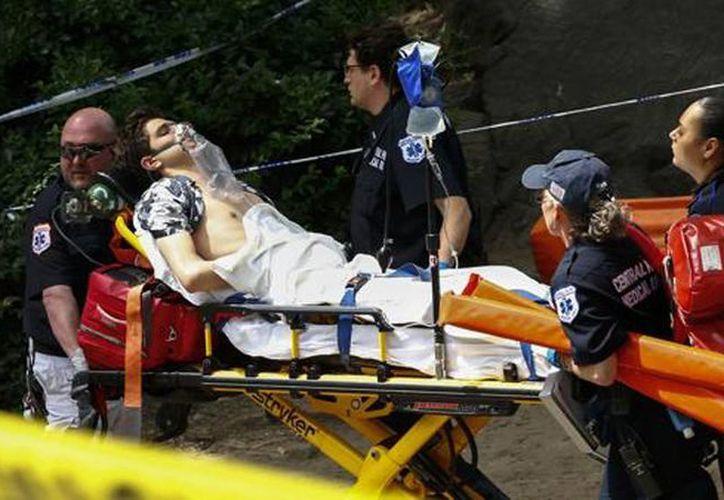 El hombre gravemente herido en el Central Park fue trasladado de urgencia hacia un hospital. (AFP)