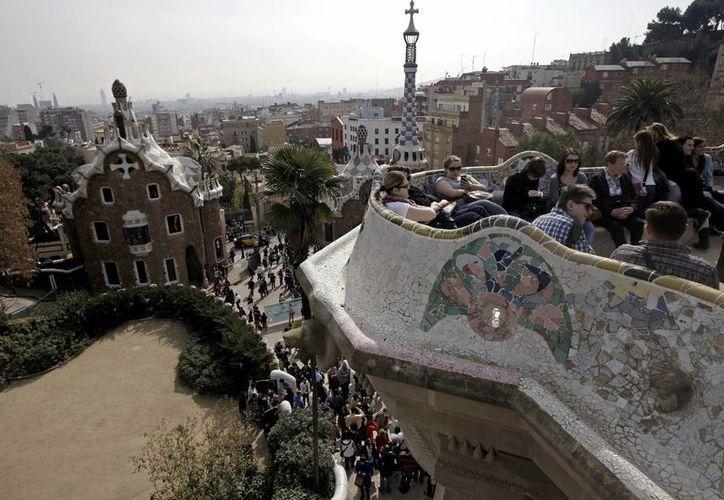 Los pabellones Güell y sus jardines en Barcelona, España, están entre los monumentos en riesgo. (EFE)
