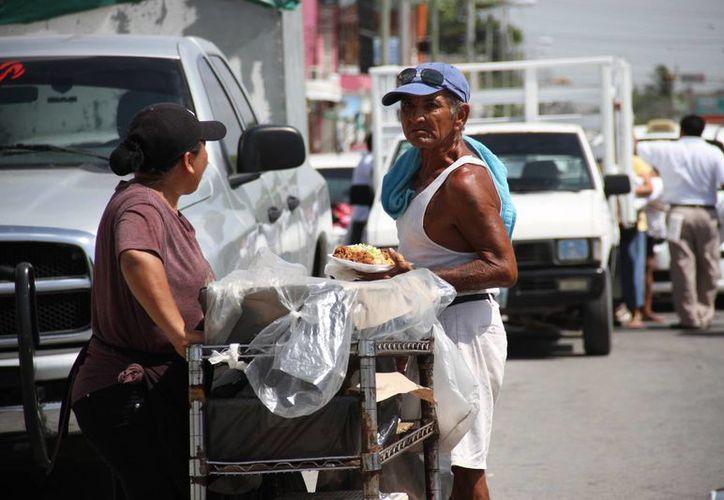 Se revisará un total de 52 tianguis que se encuentran ubicados en Cancún. (Tomás Álvarez/SIPSE)