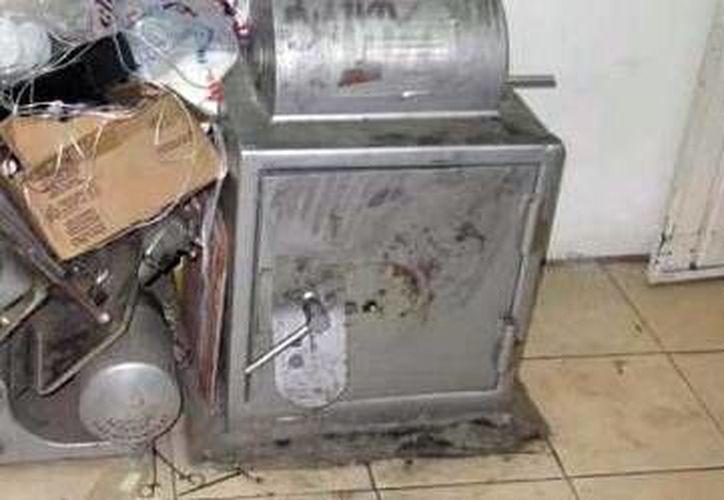 Los ladrones armados pidieron la combinación de las cajas fuertes al dueño de la casa. (Milenio Novedades)
