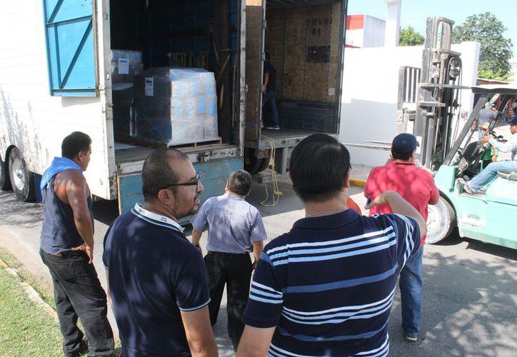En el mismo transporte fueron incluidos los materiales electorales, consistentes en urnas, mamparas, bolsas y demás materiales para la instalación de casillas. (Joel Zamora/SIPSE)