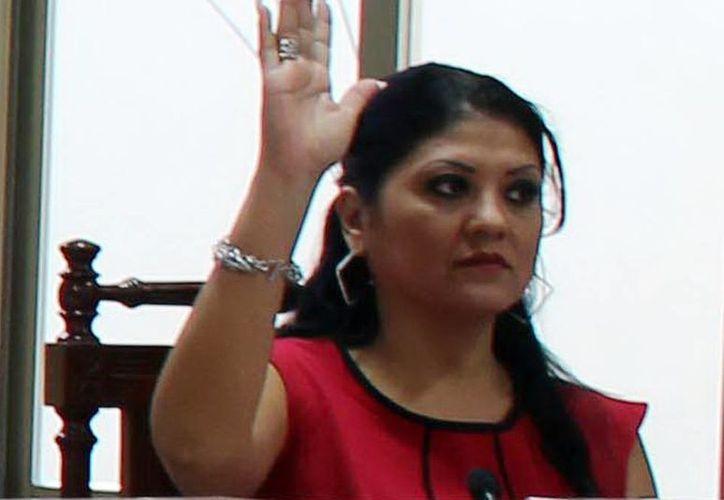 La consejera del Iepac, Nayby Janeth Herrera Cetina, afirma que los requisitos confundieron un poco a los ciudadanos, por pedir demasiada documentación. (Milenio Novedades)