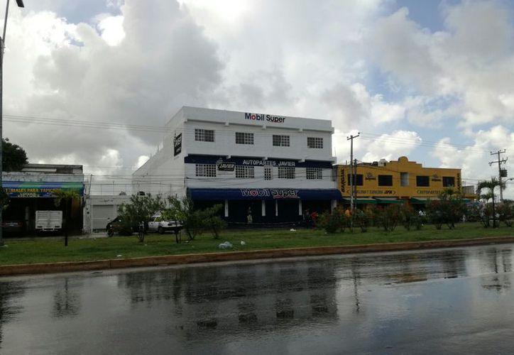 El negocio se ubica en la Región 102, sobre la avenida José López Portillo. (Eric Galindo/SIPSE)