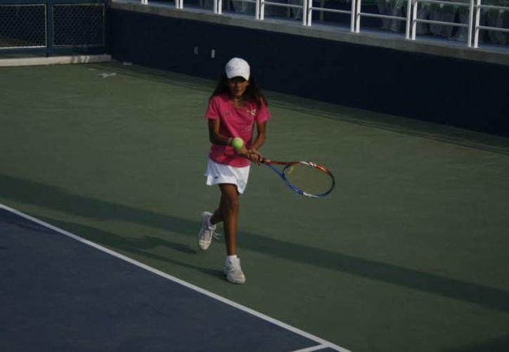 El nacional de tenis grado cuatro reparte puntos para el ranking nacional en la categoría infantil y juvenil. (Redacción/SIPSE)