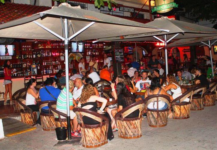 Los bares y discotecas esperan tener buenas ventas durante los próximos festivales culturales que se realizarán en Playa del Carmen. (Daniel Pacheco/SIPSE)