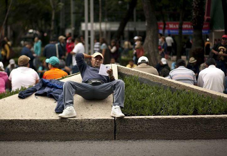 La CNTE continúa paralizando la capital del país con sus multitudinarias protestas. (Agencias)