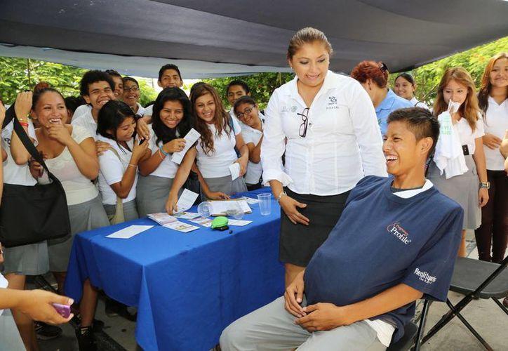 Como parte del Mes de la Juventud se muestran a los jóvenes meridanos los riesgos de los embarazos prematuros. (SIPSE)