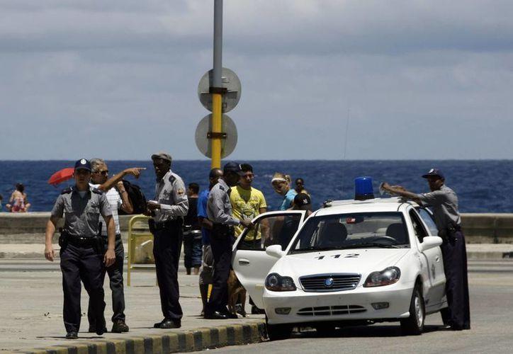 La policía cubana arrestó a disidentes que incluso contaban con el permiso de las autoridades para montar actos de protesta en la vía pública. (Imagen de referencia/racing5.cl)
