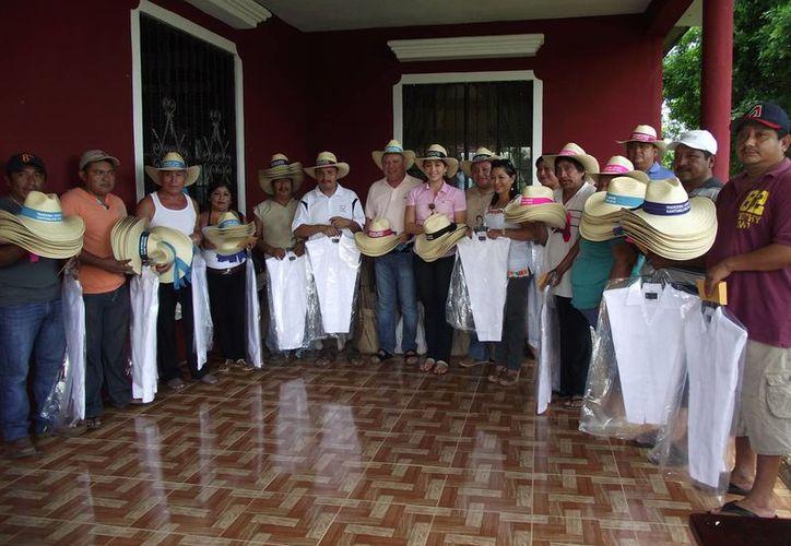 El presidente municipal apoya a los diputados. (Raúl Balam/SIPSE)