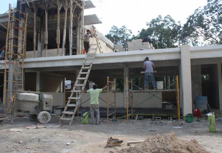 Se estima que para enero se terminen los trabajos de la escuela de nueva creación de la colonia Xulka. (Sara Cauich/SIPSE)