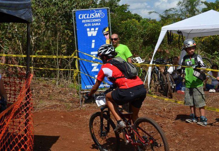 En esta competencia participan cerca de 200 ciclistas de montaña de todo el país. (Redacción/SIPSE)