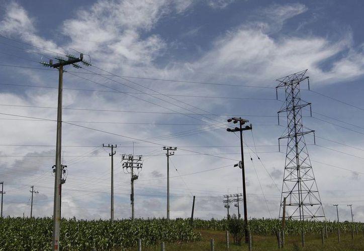 La reducción en tarifas se logró sustituyendo combustibles caros y contaminantes por fuentes de energía de menor costo y amigables con el medio ambiente, señala la CFE. (Archivo/Notimex)