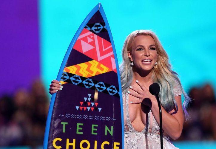 Britney Spears acepta el galardón de Icono de Estilo en los Premios Teen Choice en el Centro Galen el domingo 16 de agosto de 2015, en Los Ángeles. (Foto by Matt Sayles/Invision/AP)