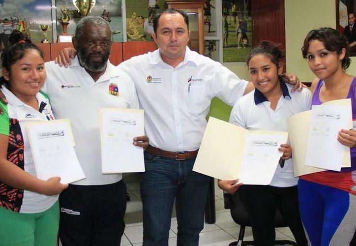 Los deportistas agradecieron el paoyo brindado  para los Juegos Panamericanos. (Redacción/SIPSE)