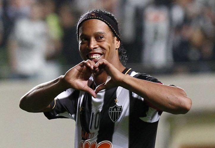 Ronaldinho llega a Gallos Blancos procedente del Atlético Mineiro. (Foto: AP)