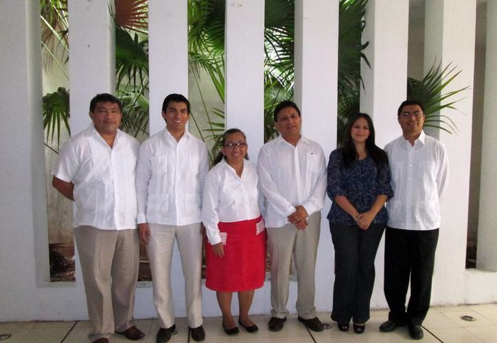 Nueva directiva del Colegio de Antropólogos de Yucatán, fundado en 1994. (SIPSE)