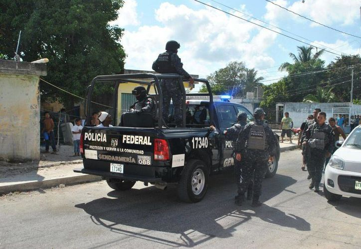 Elementos de la Gendarmería detuvieron en la SM 75 de Cancún a un hombre que momentos antes agredió a tres personas.  (Redacción/SIPSE)