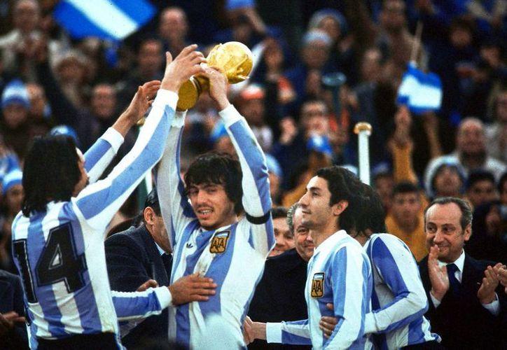 Argentina goleó 6-0 a Perú, avanzó a la final y fue campeón del mundo en 1978. (Agencias)