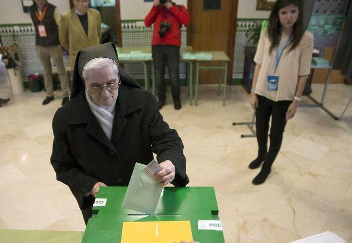 La Junta de Andalucía estará integrada por 50 escaños del PSOE, 32 del PP y 15 del partido Podemos, que cada vez gana más adeptos. (EFE)