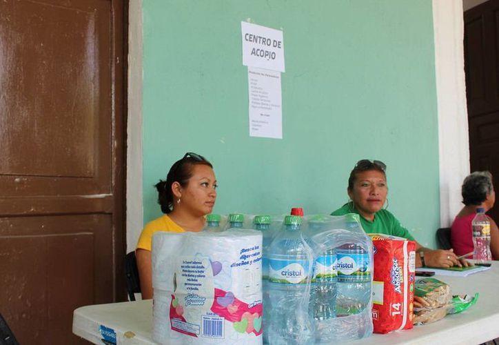 En el Palacio Municipal de Progreso hay un centro de acopio para apoyar a los damnificados por el huracán Odile en Baja California Sur. (Oscar Pérez/Milenio Novedades)