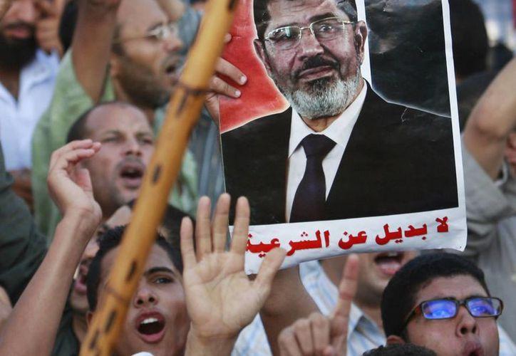 Tras el derrocamiento del presidente Mohamed Morsi en Egipto, partidos islamistas buscan preservar el terreno ganado desde la Primavera Árabe. (Agencias)