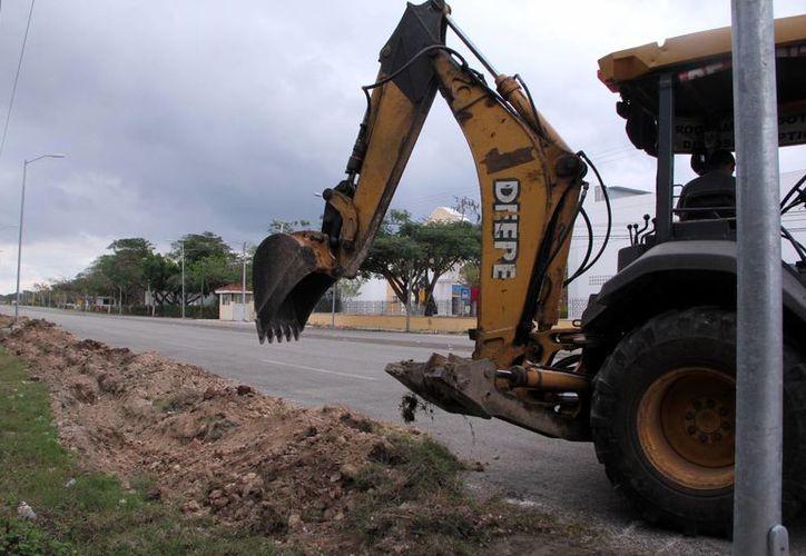 El Ayuntamiento realiza diversos trabajos en torno al recinto ferial. (José Acosta/SIPSE)