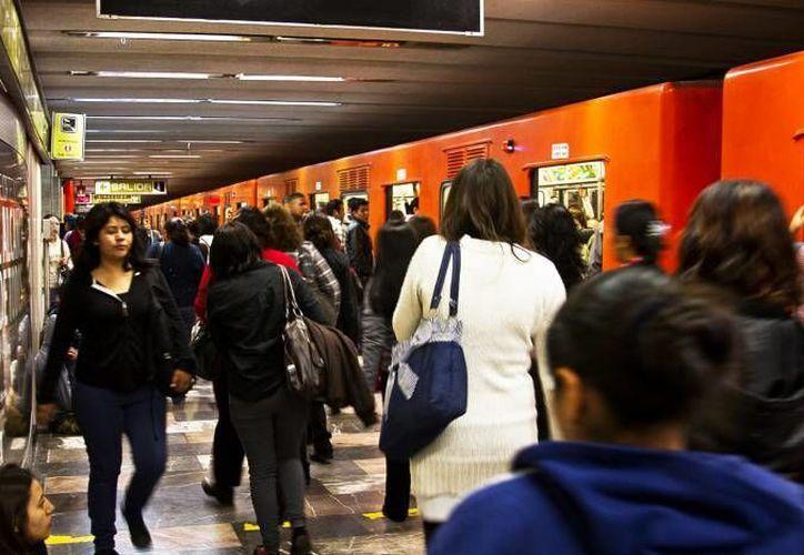 Se desconoce la identidad del hombre que cayó en las vías del Metro capitalino así como su estado preciso de salud. (Notimex)