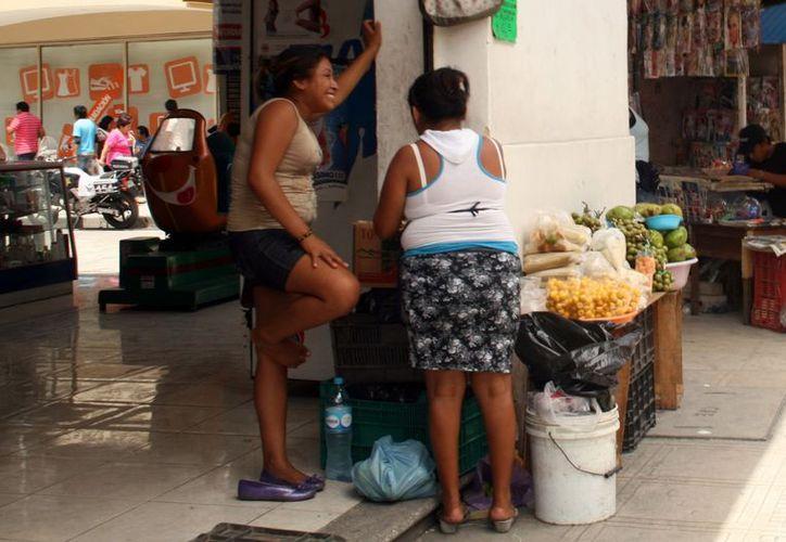 Los comercios formales permiten que se instalen los informales. (Milenio Novedades)
