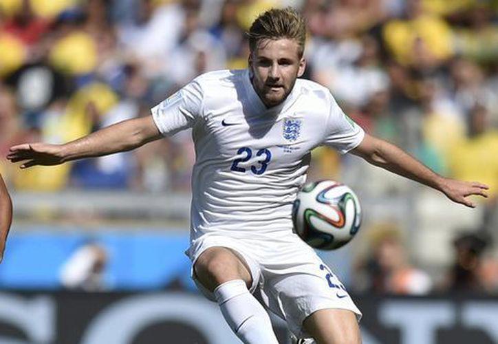 En su primer Mundial, a los 18 años, Luke Shaw pudo jugar en Brasil. Ahora lo hará con el Manchester United. (Foto: AP)