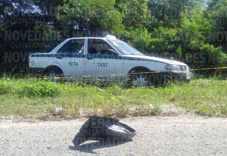 El vehículo de servicio público quedó abandonado. (Redacción)