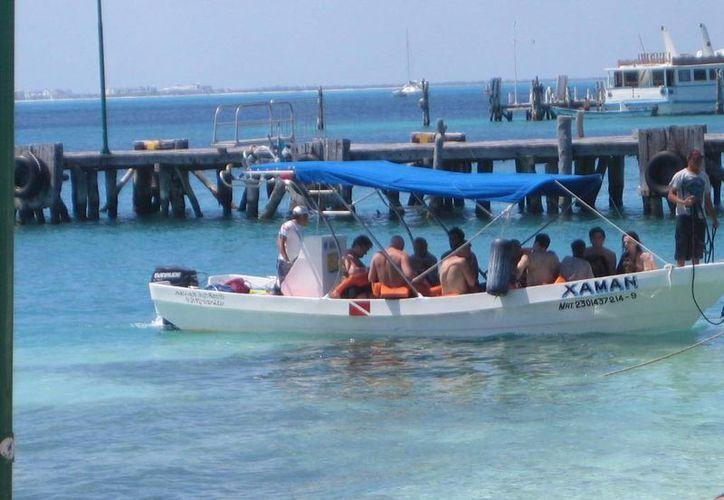 """Embarcaciones ofrecen paseos a los turistas en el área del """"Riíto"""". (Lanrry Parra/SIPSE)"""