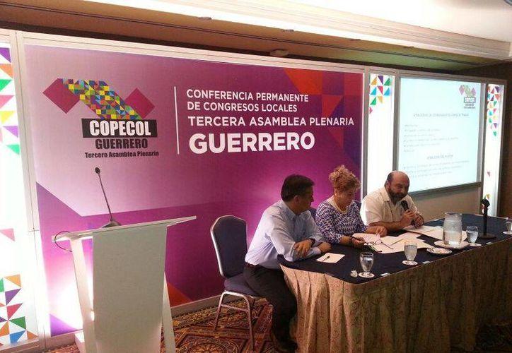 La mesa de transparencia durante su sesión como parte de la asamblea de la Copecol. (Cortesía)