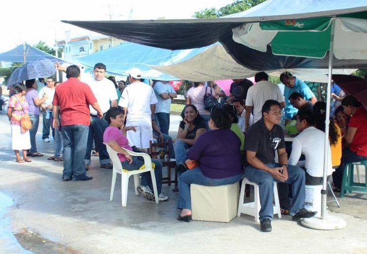 Padres de familia se manifestaron en apoyo a los profesores. (Loana Segovia/SIPSE)