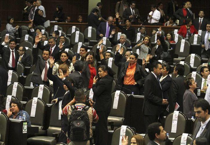 Las reformas se aprobaron con 451 votos a favor. (Notimex)