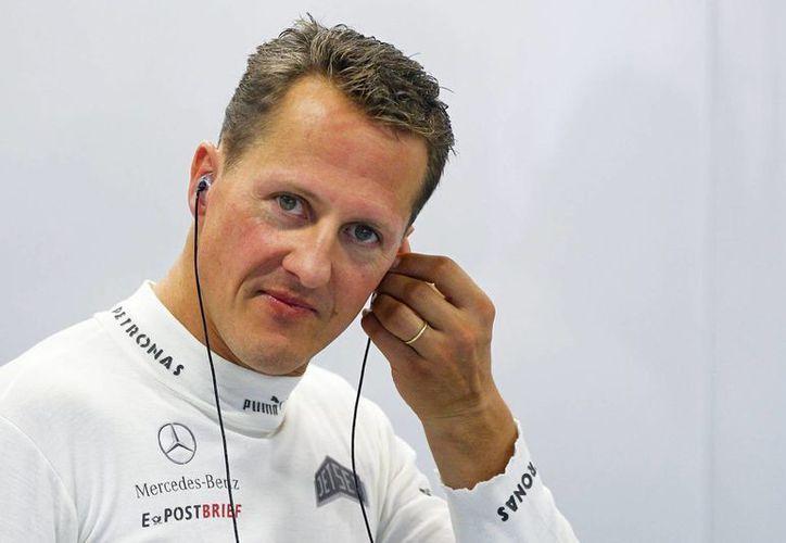 El expiloto alemán Michael Schumacher, durante una sesión de entrenamiento en el circuito de Marina Bay en Singapur, en 2012. (EFE/Archivo)