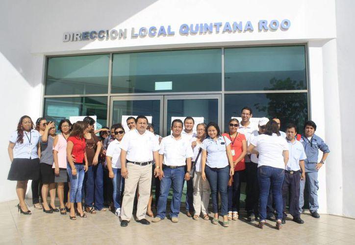 Trabajadores de la Conagua en el estado solicitan el pago de gratificación de fin de año en vales, prendas de protección y renovación de contrato de trabajadores eventuales. (Harold Alcocer/SIPSE)