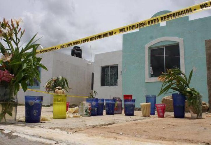 Esta es la casa en donde ocurrió la tragedia. Varios vecinos aseguran que se ven y escuchan llantos provenientes de ella. (Archivo)