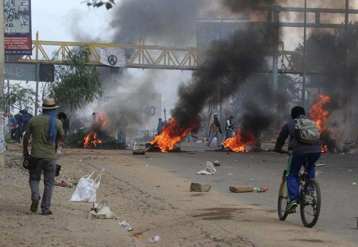 Imagen del pasado 19 de junio, en la que se observa parte de los enfrentamientos que ocurrieron en Nochixtlán, en los cuales perdieron la vida 8 personas. (Agencias)