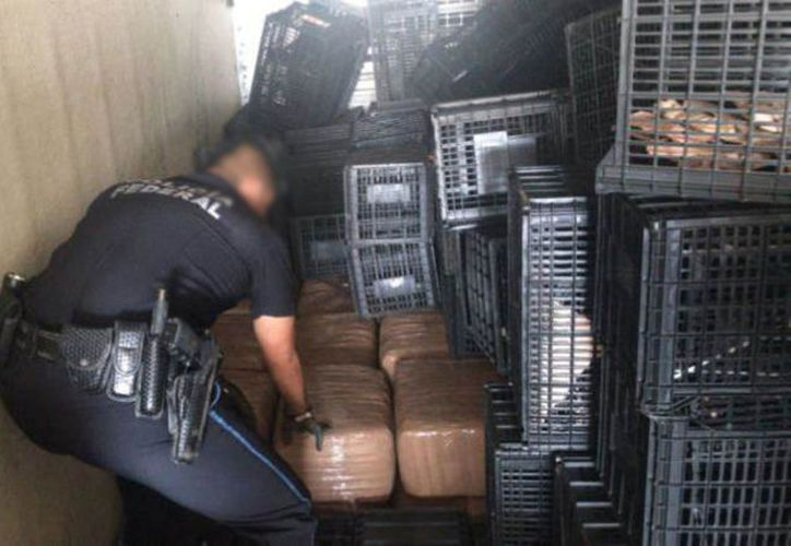 Los policías revisaron la carga que traía la unidad. (vanguardia.com)