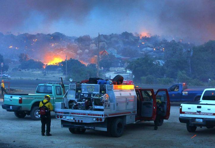 Al menos 200 viviendas han quedado dañadas por el incendio. (Agencias)