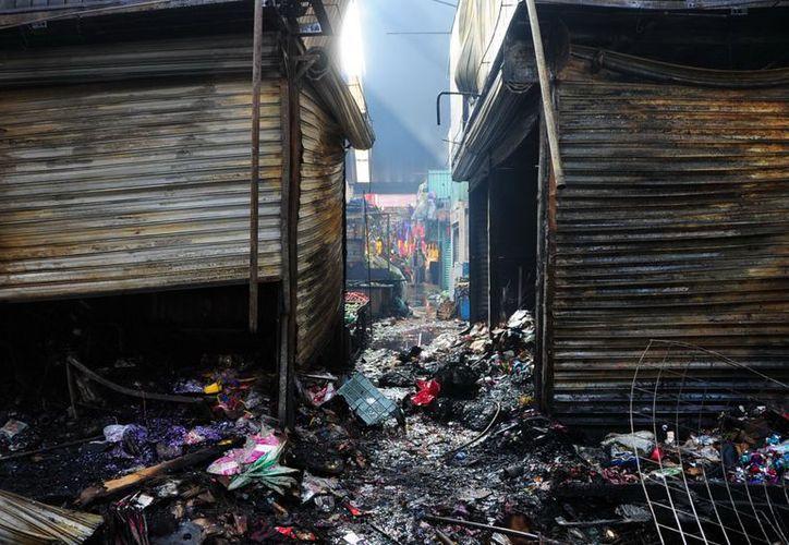De los tres lesionados en el incendio del mercado dos requirieron hospitalización. (Notimex)