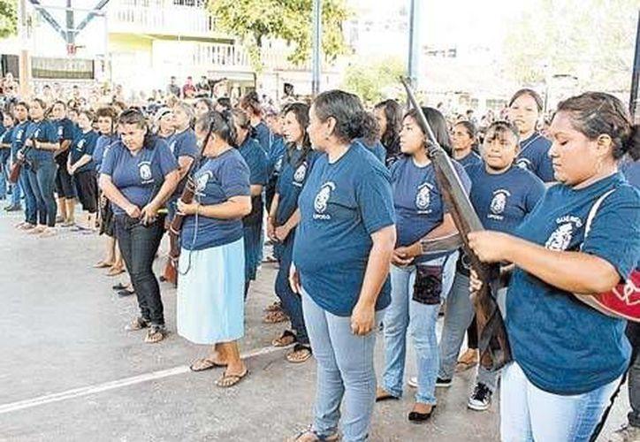 Más de 100 mujeres se decidieron resolver la incapacidad en seguridad de su gobierno. (Milenio)