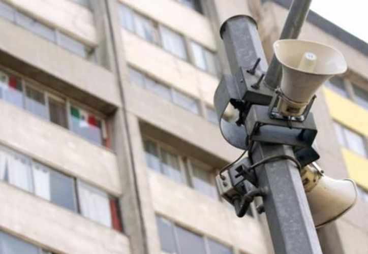 Le dan mantenimiento a las alarmas sísmicas de la CDMX. (Foto: Mientras Tanto)