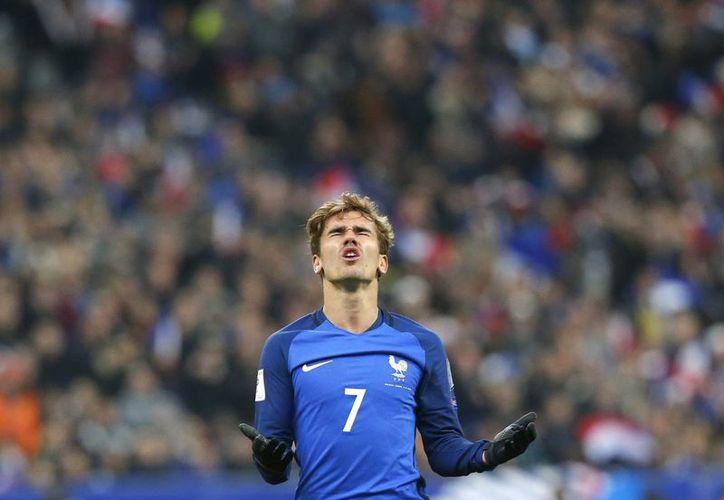 Antoine Griezmann sufrió un duro golpe en el pie izquierdo durante su participación con la selección de Francia.(Michel Euler/AP)