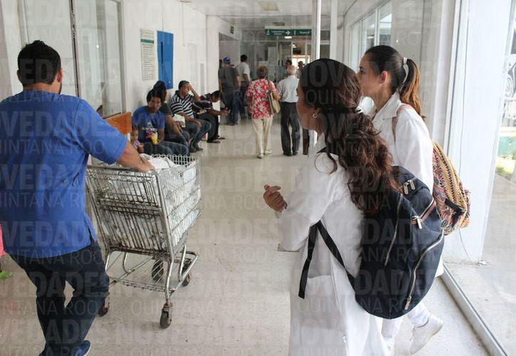 Existe un aproximado de 13 mil trabajadores base que no pueden ser despedidos. (Joel Zamora/SIPSE)
